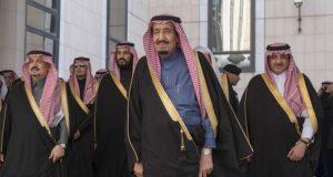 سعودی عرب: تنخواہ کم، غیر ضروری ملازمتوں پر پابندی