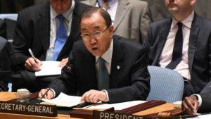 اقوام متحدہ کی امدادی سامان لے جانے والی ٹیم پر حملے کے بعد جنرل سیکرٹری بان کی مون پریس کانفرنس کر رہے ہیں