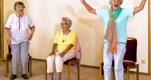ہنسی کو ورزش کا حصہ بنائیے اور بڑھاپے میں صحت کو بہتر رکھیے