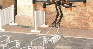 طاقتور دھاتی پنجوں سے 20 کلو تک وزن اٹھانے والا ڈرون تیار