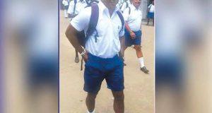 جے سوریا یونیفارم پہن کر بیگ اٹھائے دوبارہ اپنے اسکول پہنچ گئے