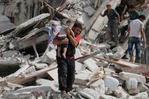 حلب میں فرانسیسی طبی مرکز پر بمباری کے بعد تباہی کا ایک منظر