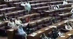 کشمیر پر پارلیمنٹ کا مشترکہ اجلاس، وزیراعظم نہ آئے تو ارکان نے بھی آنے کی زحمت نہ کی