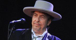 گلو کار، نغمہ نگار باب ڈیلن کو ادب کا نوبل انعام