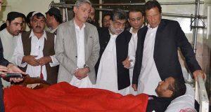 نواز شریف پاکستان کیلئے سکیورٹی رسک بن چکے ہیں: عمران خان