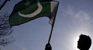 بھارتی ریاست اترپردیش میں بل زیادہ آنے پرشہری نے احتجاجاً پاکستانی پرچم لہرادیا