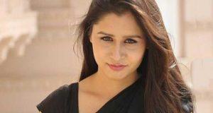 غیراخلاقی مطالبہ؛ بھارتی اداکارہ نے ڈائریکٹر کی سرعام پٹائی کردی