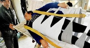 چینی کسان نے گردے کی پتھری سے نجات دلانے والا بستر ایجاد کرلیا