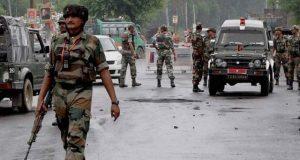 مقبوضہ کشمیر میں مسلح افراد کے حملے میں 3 بھارتی فوجی ہلاک