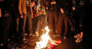 امریکی جھنڈا جلانے والوںکو سنگین نتائج بھگتنا ہونگے، ٹرمپ