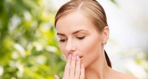 سانس میں بو سے نجات کا آسان ترین طریقہ
