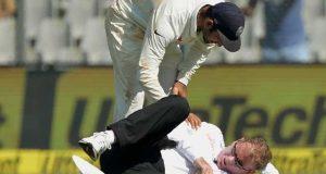 بھارت اور انگلینڈ کے میچ کے دوران سر پرگیند لگنے سے امپائر زخمی