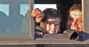حلب میں باغیوں کے علاقے سے شہریوں کا انخلا جاری