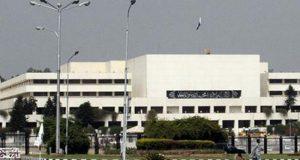 پارلیمنٹ ہاﺅس میں جاری ہنگامہ خیز قومی اسمبلی کا اجلاس ایک دن پہلے ہی ملتوی کردیا گیا