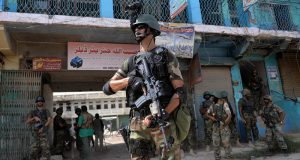 آپریشن ردالفساد، فورسز کی کراچی تاخیبر کارروائیاں، درجنوں افراد گرفتار، اسلحہ و بارود برآمد