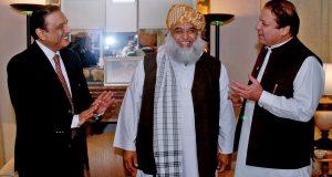 ن لیگ، پی پی کشیدگی کم کرانے کیلیے مولانا فضل الرحمن پھر متحرک