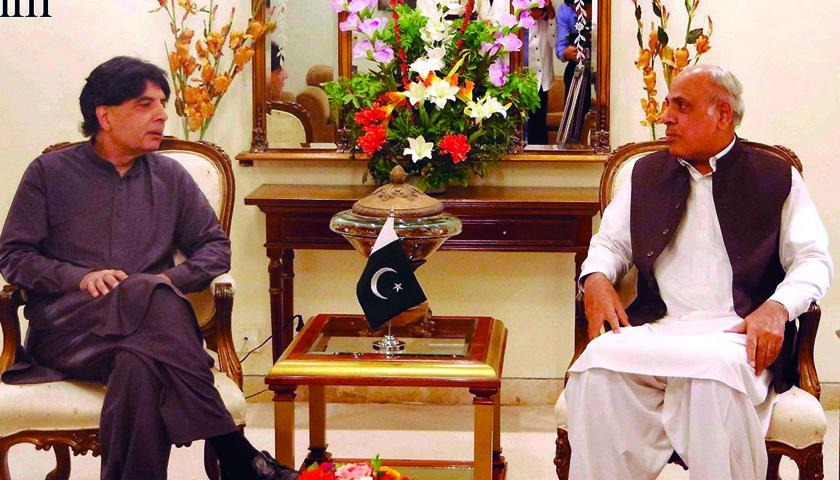 راولپنڈی، وزیر داخلہ چوہدری نثار علی خان گورنر پنجاب ملک رفیق رجوانہ سے پنجاب ہاﺅس میں ملاقات کر رہے ہیں