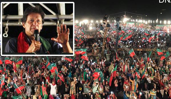 اسلام آباد، چیئرمین پاکستان تحریک انصاف عمران خان ایک بڑے عوامی اجتماع سے خطاب کر رہے ہیں