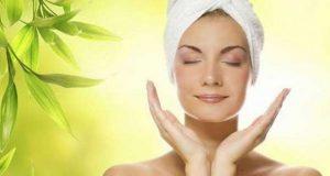 گرمیوں میں چہرے کو پرکشش رکھنے کے 8 طریقے