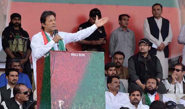 کوئٹہ، پاکستان تحریک انصاف کے سربراہ عمران خان ایوب اسٹیڈیم میں جلسہ عام سے خطاب کر رہے ہیں