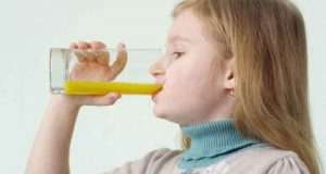کم عمر بچوں کے لیے جوس بہتر یا دودھ؟