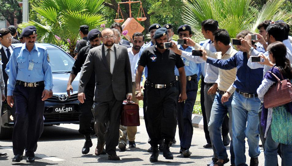 اسلام آباد، جے آئی ٹی کے سربراہ واجد ضیاءسپریم کورٹ میں سماعت کیلئے آ رہے ہیں