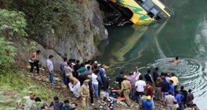 بھارت میں مسافر بس کھائی میں گرنے سے 28 افراد ہلاک