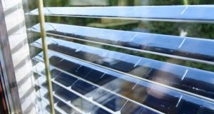 سورج سے بجلی بنانے والی اسمارٹ چلمن