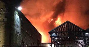 لندن کی مشہور کیمڈن مارکیٹ میں آتشزدگی