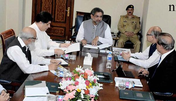اسلام آباد، وزیر اعظم شاہد خاقان عباسی واپڈا سے متعلق اجلاس کی صدارت کررہے ہیں