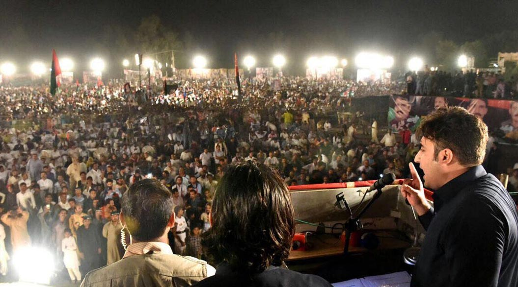 Pic12-123 CHINIOT: Aug 12 – PPP chairman PPP Bilawal Bhutto Zardari addressed the public gathering . ONLINE PHOTO