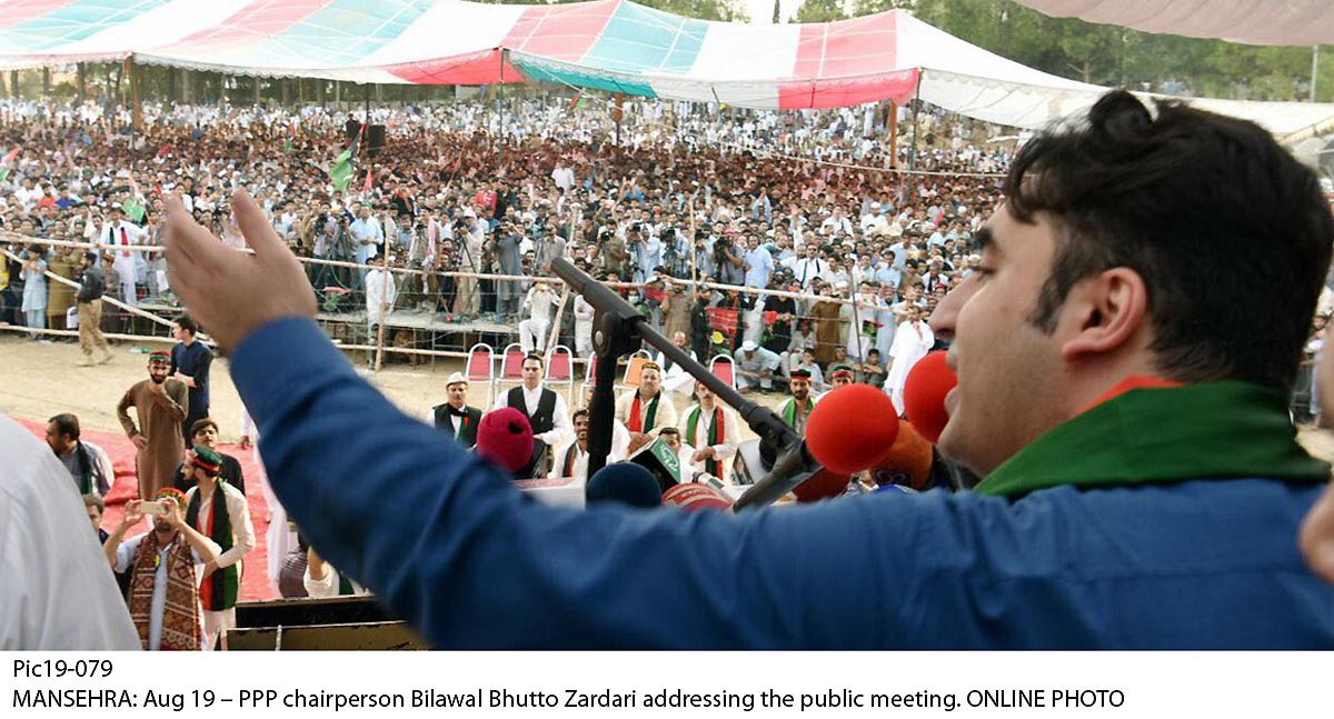 Pic19-079 MANSEHRA: Aug 19 – PPP chairperson Bilawal Bhutto Zardari addressing the public meeting. ONLINE PHOTO