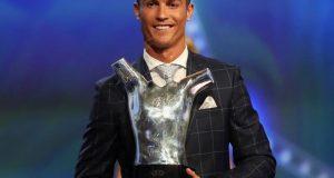 کرسٹیانو رونالڈو مسلسل دوسری بار یوئیفا فٹبالر آف دی ایئر ایوارڈ لے اڑے