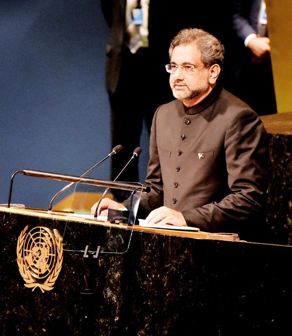 نیویارک©: وزیرا عظم شاہد خاقان عباسی یو این کے 72اجلاس سے خطاب کر رہے ہیں