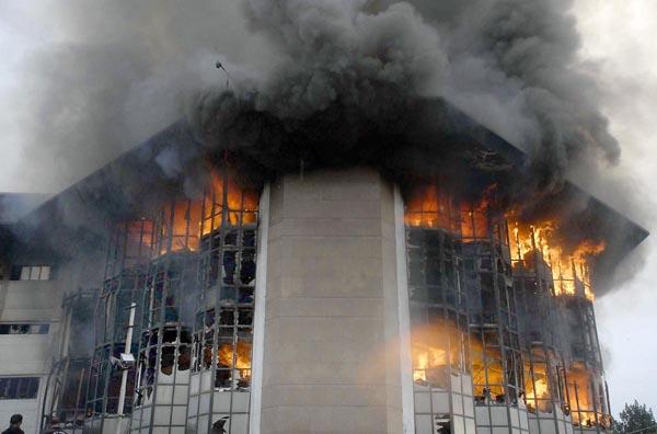 اسلام آباد: سافٹ وئیر ٹیکنالوجی پارک میں وفاقی ٹیکس آفس کی بلڈنگ میں لگی خوفناک آتشزدگی کا منظر
