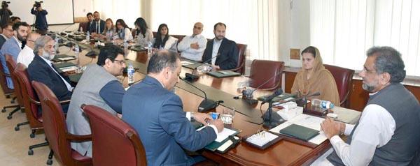 اسلام آباد : وزیر اعظم شاہد خاقان عباسی انٹرنیشنل میڈیا کے نمائندوں سے خطاب کر رہے ہیں