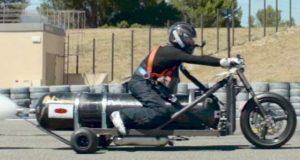 پانی کے راکٹ سے دوڑنے والی موٹرسائیکل