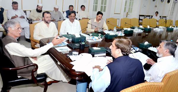 پشاور'وزیر اعلیٰ خیبر پختونخواہ پرویز خٹک ہیلتھ سیکٹرز کی کارکردگی اجلاس کی صدارت کر رہے ہیں