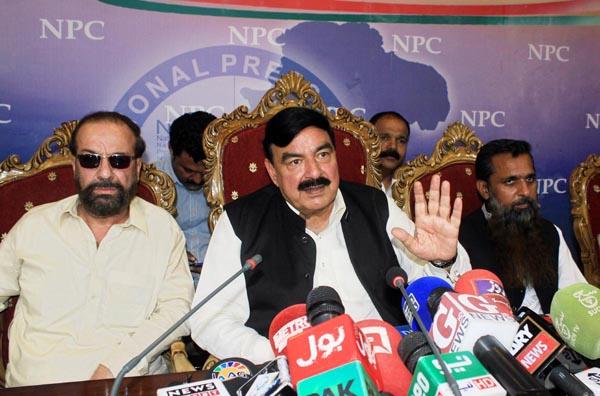اسلام آباد: سربراہ عوامی مسلم لیگ شیخ رشیدنیشنل پریس کلب میں پریس کانفرنس سے خطاب کر رہے ہیں