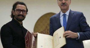 ترک حکومت نے عامر خان کو قرآن پاک کا نایاب نسخہ ہدیہ کردیا
