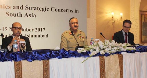 اسلام آباد، چیئرمین جوائٹ چیفس آف سٹاف کمیٹی جنرل زبیر محمود حیات اپری کے زیر اہتمام بین الاقوامی کانفرنس سے خطاب کر رہے ہیں
