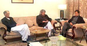 کٹھ پتلی وزیراعظم شریف مافیا کے فرنٹ مین اسحاق ڈار کے سامنے بے بس ہیں: عمران خان