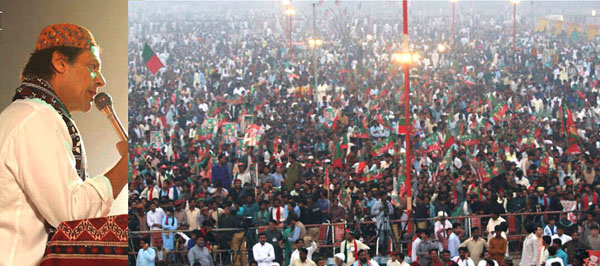 اوباڑو، چیئرمین پاکستان تحریک انصاف عمران خان ایک بڑے جلسہ عام سے خطاب کر رہے ہیں