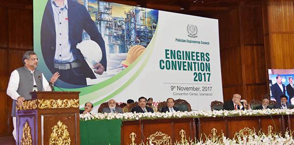 اسلام آباد:وزیراعظم شاہدحاقان عباسی انجینئرزکنوشن سے خطاب کررہے ہیں
