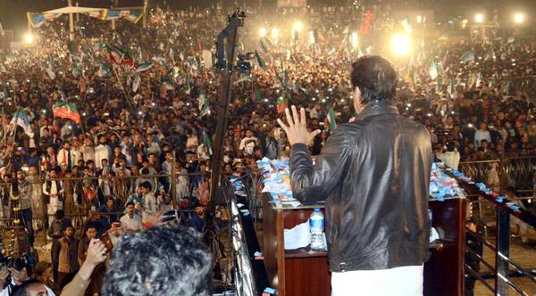 اٹک،چیئرمین پاکستان تحریک انصاف عمران خان ایک بڑے جلسہ عام سے خطاب کر رہے ہیں