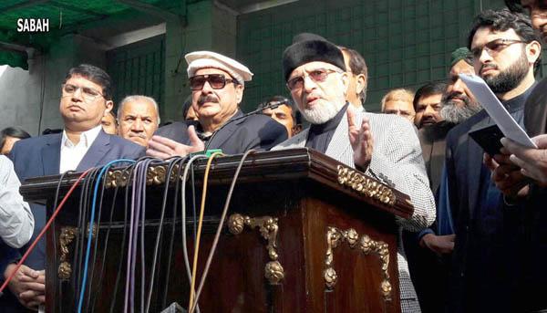 لاہور، سربراہ پاکستان عوامی تحریک ڈاکٹرطاہر القادری عوامی مسلم لیگ کے سربراہ شیخ رشید کے ہمراہ پریس کانفرنس کر رہے ہیں