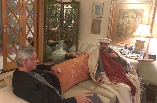اسلام آباد: عوامی مسلم لیگ کے چیئرمین شیخ رشید سابق ممبر قومی اسمبلی جہانگیر ترین سے ملاقات کر رہے ہیں