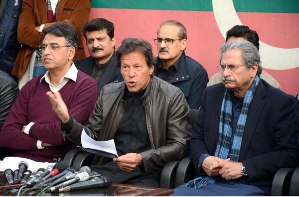 اسلام آباد: عمران خان پریس کانفرنس کر رہے ہیں