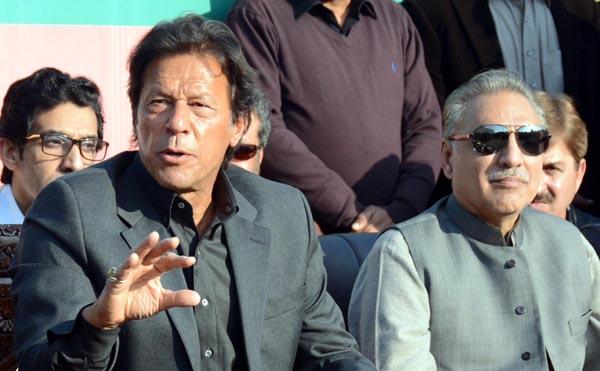 اسلام آباد: چیئرمین تحریک انصاف عمران خان پریس کانفرنس سے خطاب کر رہے ہیں