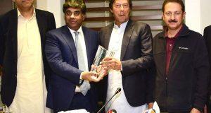 عابد باکسر کے شہباز شریف پر الزامات: عمرا ن خان کا سپریم کورٹ جانیکا اعلان